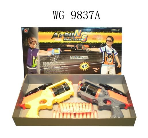 Набор из 2-х пистолетов со снарядами. пластмасса. в коробке. 52x27x7.5см