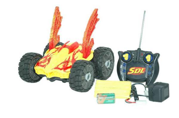 Машина р/у (желтая). в наборе с аккумуляторной батареей и зарядным устройством.световые эффекты. пла